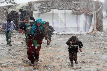 syria_refugees_snow_01a