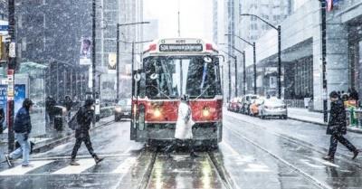 toronto winter streetcar